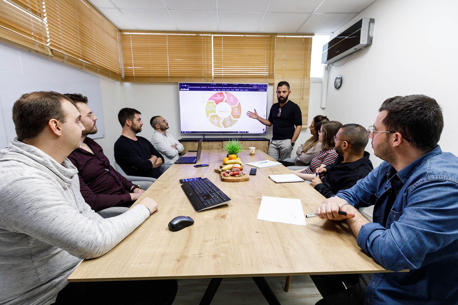 ישיבת צוות דיגיטל