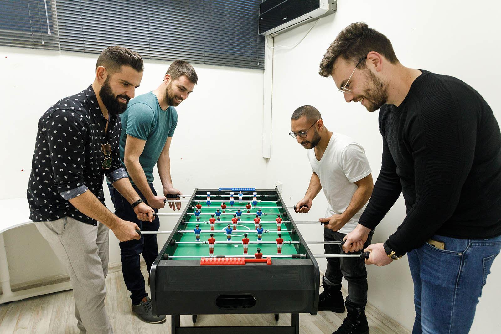 הצוות משחק כדורגל שולחן